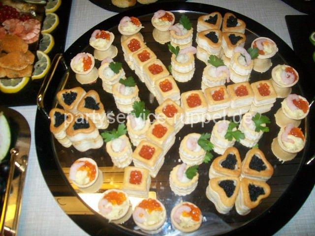 Fingerfood: gefüllte Vol-au-vents / Фуршетные закуски: волованы с начинками