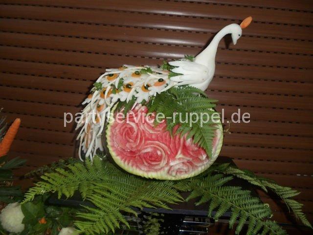 Carving: Paradiesvogel auf Wassermelone / Карвинг: райская птица на арбузе