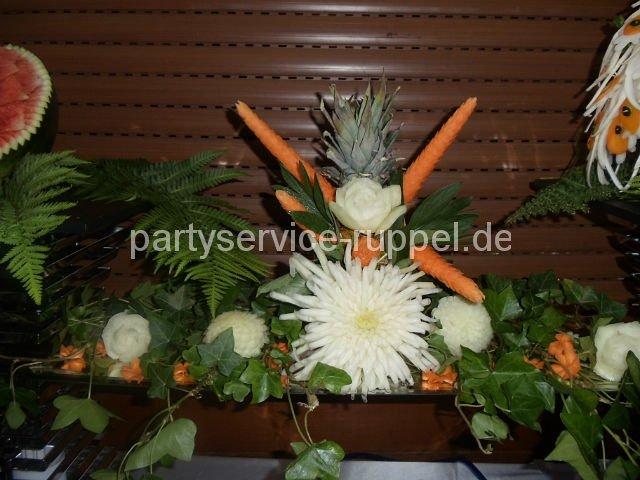 Carving: Komposition aus Obst und Gemüse / Композиция из фруктов и овощей