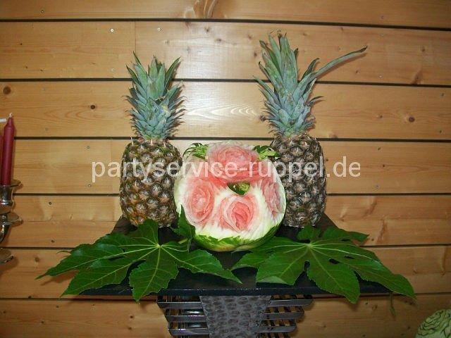 Carving: Wassermelonen-Rose /  Карвинг: роза из арбуза
