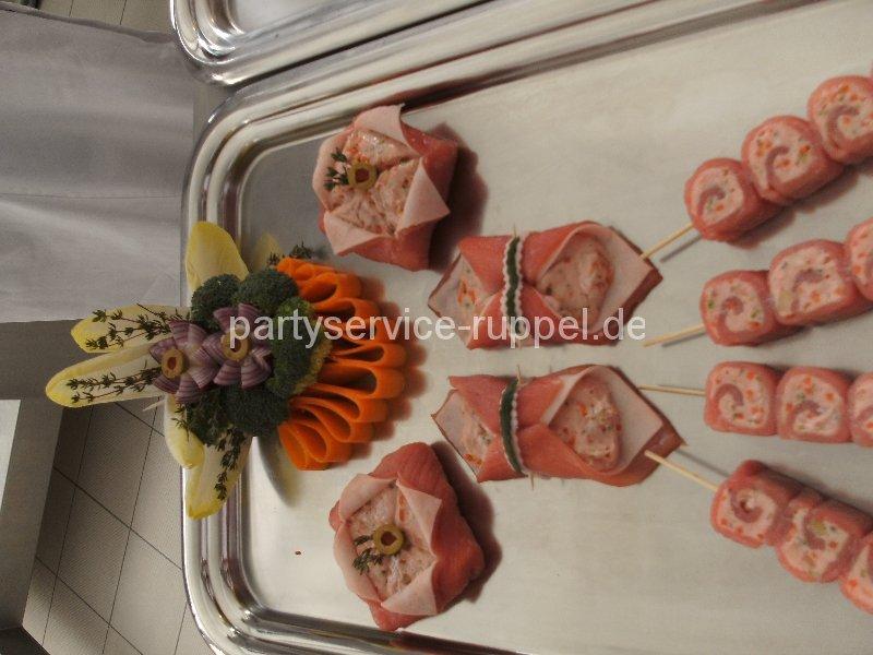 Feinkost: küchenfertige Erzeugnisse / Мясные деликатесы