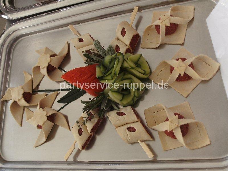 Feinkost: küchenfertige Erzeugnisse aus Hackfleisch / Мясные деликатесы