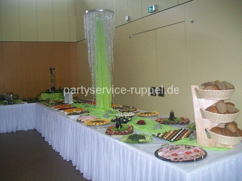 Mittagsbuffet / Обеденный стол